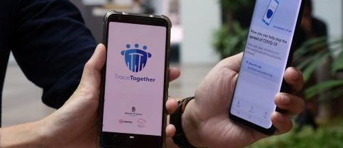 """A Singapour, l'application gouvernementale """"TraceTogether"""", qui utilise le Bluetooth a été lancée dès le 20 mars."""
